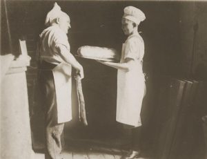 August Bomkamp mit Lehrling, ca. 1938