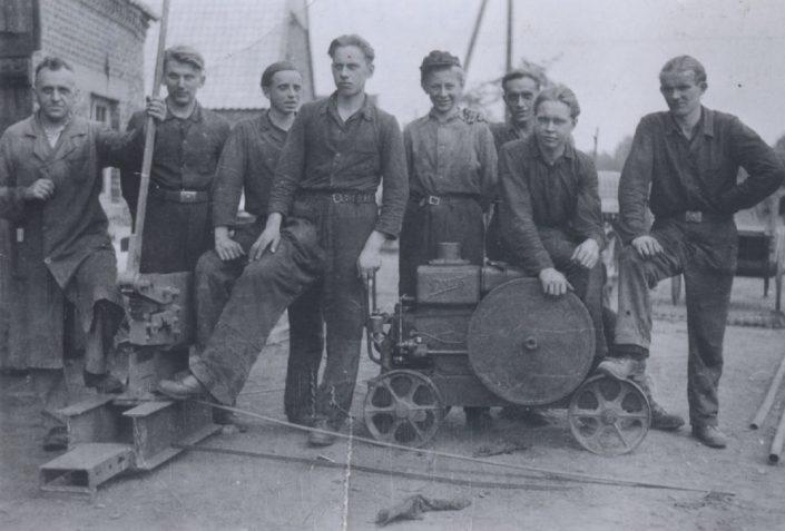 1950: Die Belegschaft, links der Firmengründer Ing. Aloys Schmeing