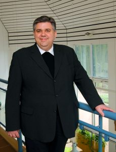 Träger der Kindergärten ist die Katholische Pfarrgemeinde St. Vitus und St. Jakobus mit Pfarrer Scho an der Spitze.