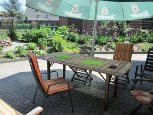 Gemütliche Sitzecke - Treffpunkt im Garten der Sinne
