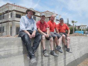 Reinhard Wehr, Christoph Niestegge, Tobias Terliesner und Robert Gröting nach vollendeter Arbeit