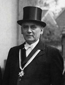 Ferdinand Röttger (1886 - 1981) Geschäftsführer von 1924 bis 1960 ausgezeichnet mit der goldenen Ehrennadel des Raiffeisen-Verbandes
