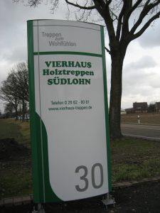 Hinweisschild zum Treppenstudio an der Ramsdorfer Straße 30.
