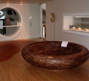 Aufwändig gefertigte Badewanne aus dem Hause Höing