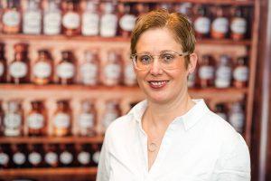Frau Dr. Karin Tophof übernahm im Jahr 2007 die Engel-Apotheke.